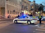ניידת משטרה חוסמת את הכניסה למאה שערים