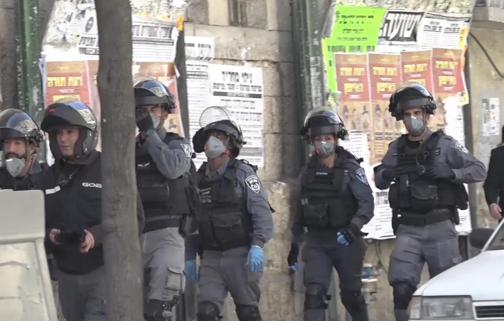המשטרה אוכפת את צו בריאות העם במאה שערים