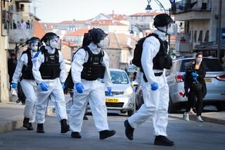 שוטרים במהלך פעילות אכיפת הנחיות הקורונה