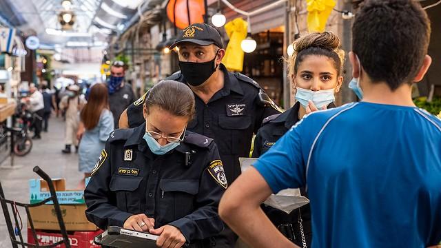 שוטרים במהלך פעילות אכיפה