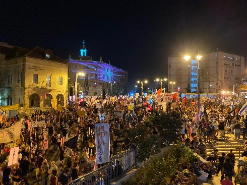מאות מפגינים בבלפור