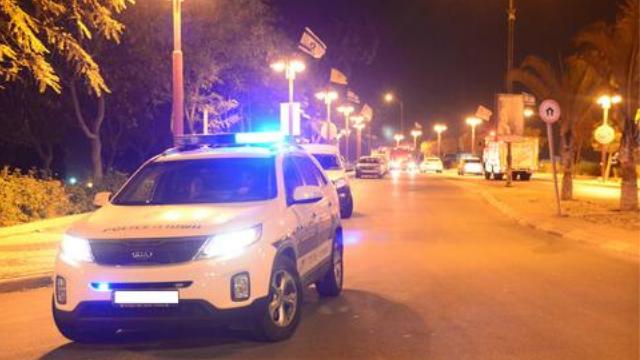 ניידת משטרה לילה