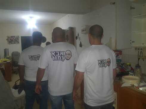 המתנדבים בביתה של תושבת קרית יובל