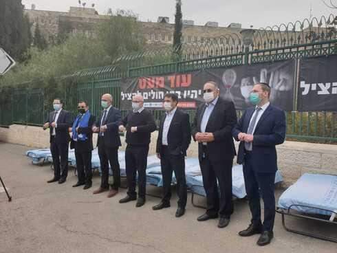 """המחאה של מנכ""""לי בתי החולים מול משרדי האוצר"""