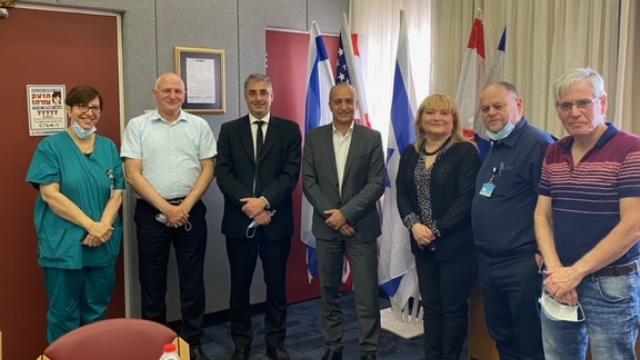 חברי המשלחת יחד עם המשנה לשגריר ארגנטינה בישראל