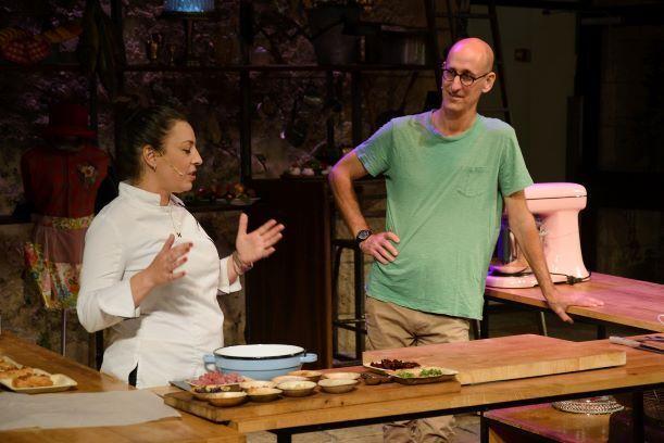 מבשלים בתיאטרון החאן