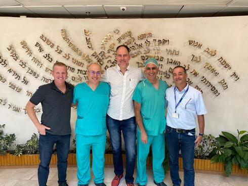 """צוות המומחים בראשות ד""""ר דני דביר ופרופ' מוני שובי עם נציגי החברה"""