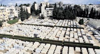 סנהדריה. נוף לבית הקברות. צילום: שלומי כהן
