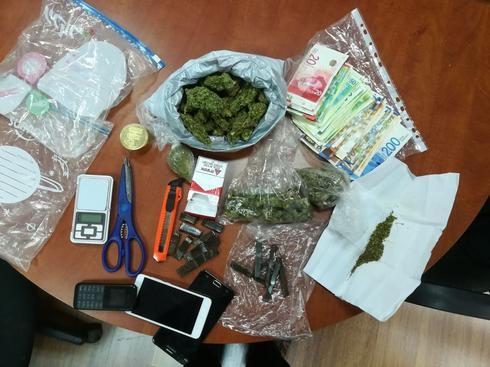 הסמים והכסף. צילום: דוברות המשטרה