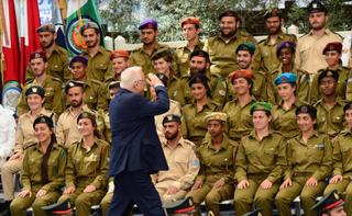 ריבלין מצדיע לחיילים בטקס בשנה שעברה. צילום: חיים צח
