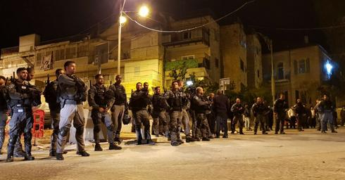 המשטרה הלילה במאה שערים. צילום: מחאות החרדים הקיצוניים