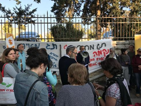 הפגנת פעילי שמאל ליד בית ראש הממשלה. צילום: לירן תמרי