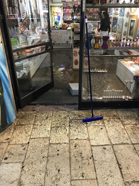 אחת החנויות שהוצפו. צילום: לירן תמרי
