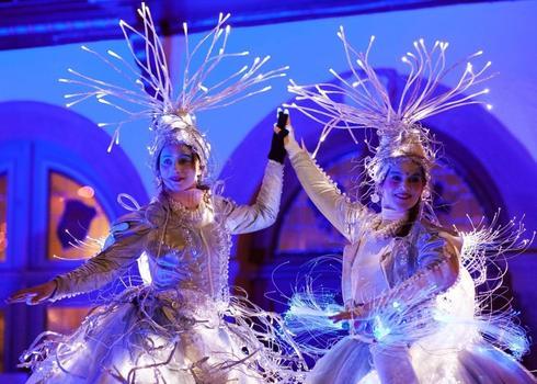 """רקדנים מוארים מגרמניה. צילום: יח""""צ"""