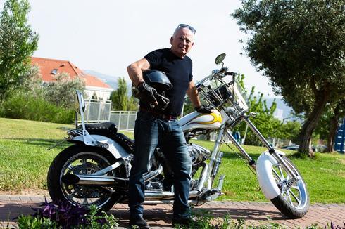 אבימור והאופנוע. צילום: פרטי