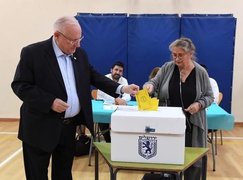 """נשיא המדינה מצביע. צילום: מארק ניימן, לע""""מ"""