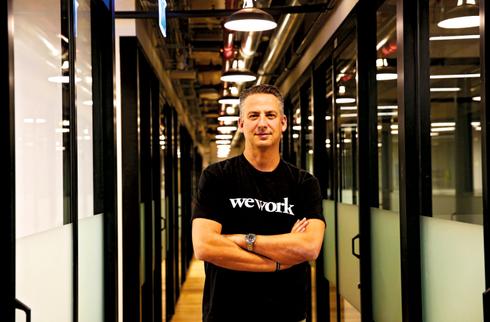 """זינגר ב־WeWork. """"התפשרנו על הגודל לטובת המיקום"""". צילום: אלכס קולומויסקי"""