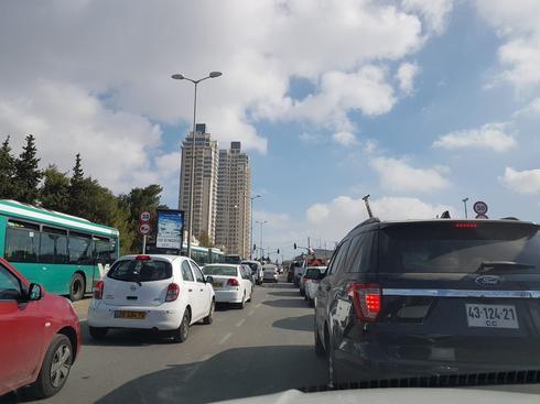 עומסי התנועה ברחוב דרך חברון. צילום: קותי פונדמינסקי