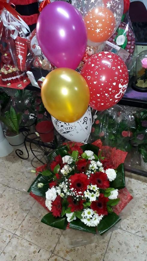"""זרי פרחים ובלונים. פרחי השלום, יח""""צ"""