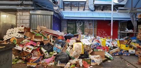האשפה בשוק מחנה יהודה. צילום: נינו פרץ
