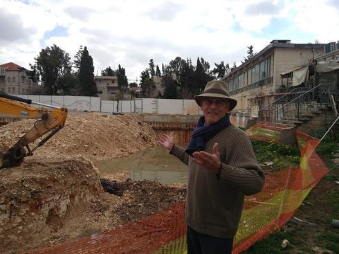 משה גרטל באזור בו תיבנה בריכת ירושלים. צילום: פרטי