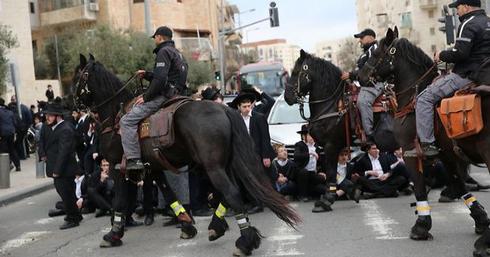 הפגנות החרדים. צילום: אלכס קולומויסקי