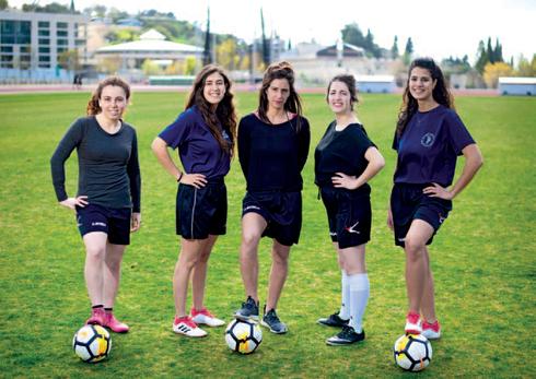 הכדורגלניות הירושלמית. צילום: יואב דודקביץ'