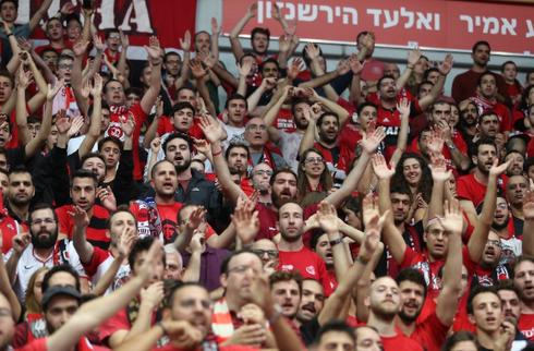 אוהדי הפועל ירושלים. צילום: אלכס קולומויסקי