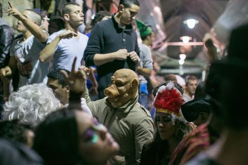 פורים בשוק מחנה יהודה. צילום: אוהד צויגנברג