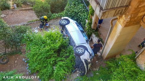 הרכב שהתדרדר ברחביה. צילום: אריק אבולוף, כבאות והצלה מחוז ירושלים