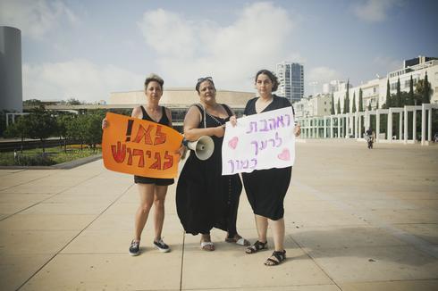 מחאת האמהות. כהן־רזניצקי, מליחי־נחום וגלמן־רם   צילום: תומי הרפז