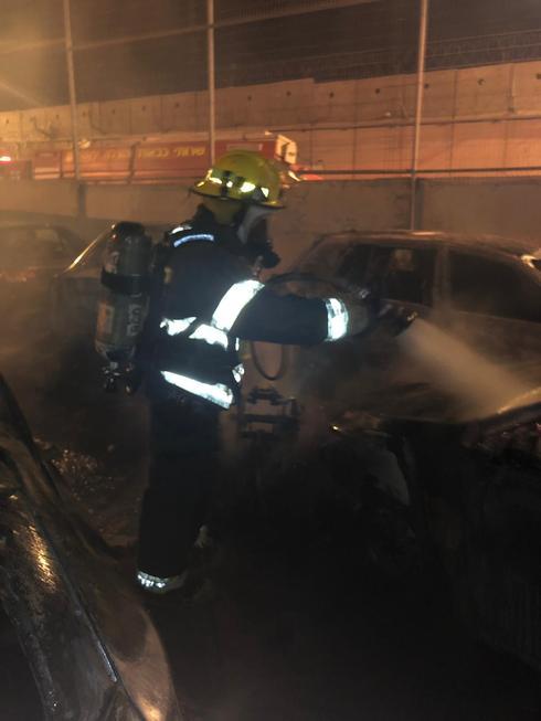 הרכבים שנשרפו בעטרות. צילום: כבאות והצלה מחוז ירושלים
