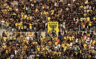 אוהדי בית״ר ירושלים. צילום: אוהד צויגנברג