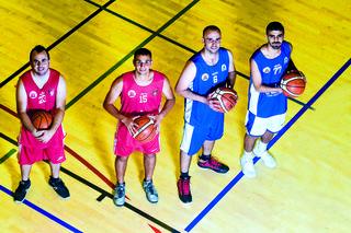 """מימין: סופרי, לוי, סטולרו ווייס. """"אהבה לכדורסל"""". צילום: רפי קוץ"""