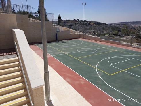 מגרש הספורט בבית הספר אלוואדי . צילום: דוברות העירייה