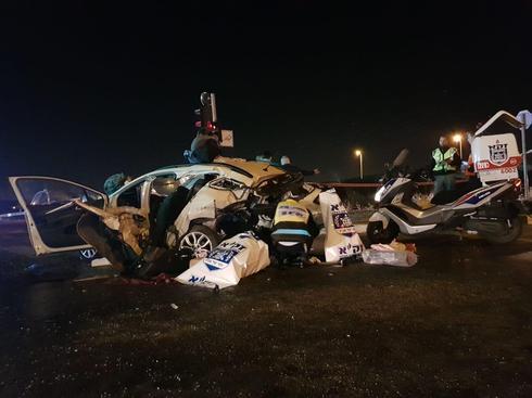 """התאונה ליד גבעת זאב. צילום: דוברות זק""""א"""