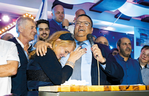 ליאון ואשתו לאחר הניצחון הגדול | צילום: אלכס קולומויסקי