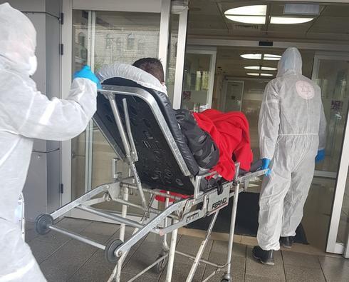 בעלה בכניסה לבית חולים. צילום: פרטי