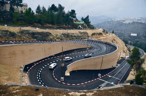 גם אין תקציב וגם הכביש בעייתי | צילום: יואב דודקביץ'