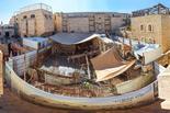 תחילתו של השיפוץ בבית הכנסת ברובע היהודי. צילום: ששון תירם