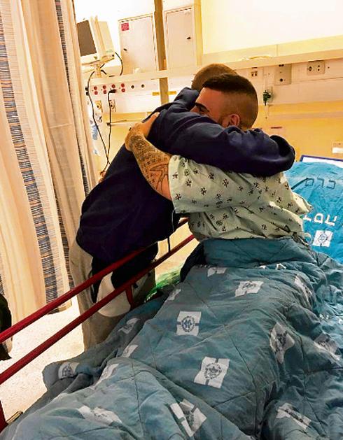 מתי חוג'ה ואלון אביטל בבית החולים. צילום: פרטי